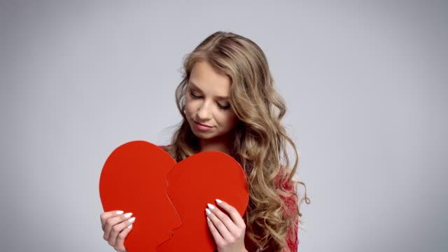 vidéos et rushes de broken heart/debica/poland - rupture