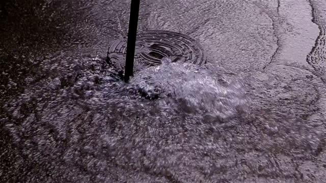 stockvideo's en b-roll-footage met afgebroken pijp op straat - spring flowing water