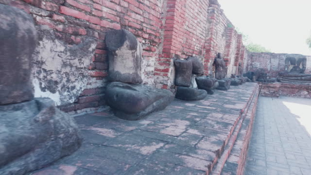 broken statue in wat mahathat in ayutthaya, thailand - decapitated stock videos & royalty-free footage