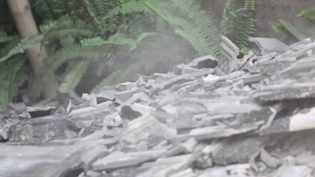 broken - zuschnappen stock-videos und b-roll-filmmaterial
