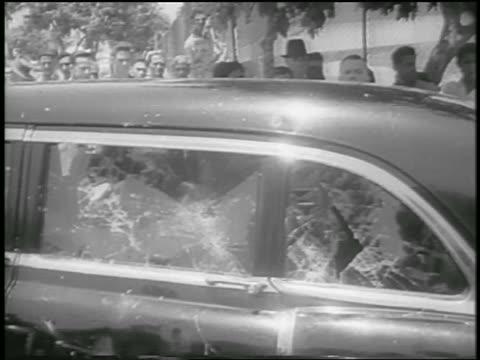 vídeos de stock e filmes b-roll de b/w 1958 broken windows on car from nixon's motorcade / venezuela / newsreel - 1958