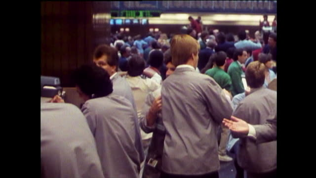 vídeos de stock, filmes e b-roll de brokers take phone orders on trading floor; chicago, 1989 - 1980 1989