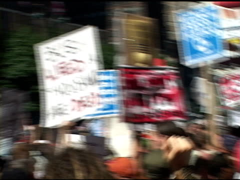 broll pov of being in crowd of protesters in nyc - republikanischer parteitag stock-videos und b-roll-filmmaterial
