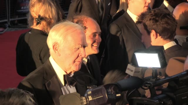 john le carre talks to news crews at the uk premiere of tinker, tailor, soldier, spy. broll: john le carre at bfi southbank on september 13, 2011 in... - デビッド コーンウェル点の映像素材/bロール