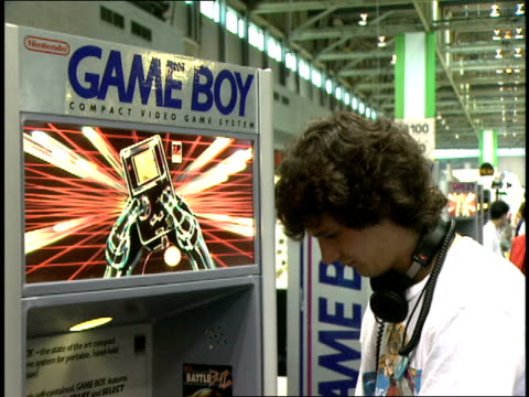 broll of a guy testing a nintendo gameboy at the e3 convention in 1995 - 1995 stock-videos und b-roll-filmmaterial