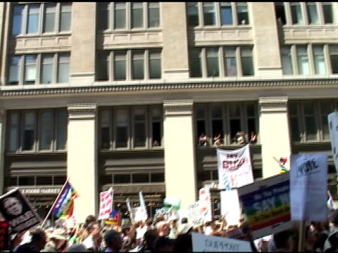 broll of anti bush signs and protesters out of a window in nyc - republikanischer parteitag stock-videos und b-roll-filmmaterial