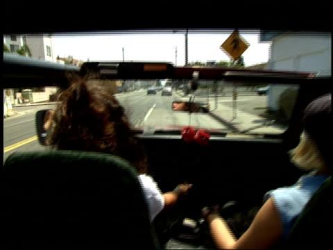 stockvideo's en b-roll-footage met roll of being in back of jeep driving through los angeles - passagiersstoel