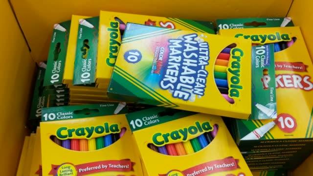 broll of different crayola products - 学校備品点の映像素材/bロール