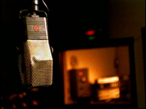 vídeos y material grabado en eventos de stock de roll of empty recording studio - tiempo real grabación