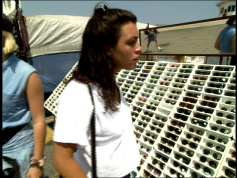 roll of girls shopping at vendors on beach - mercato delle pulci video stock e b–roll