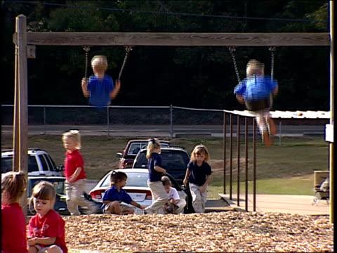 roll of kids playing at a playground. - 屋外遊具点の映像素材/bロール