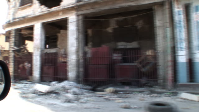 stockvideo's en b-roll-footage met broll of massive destruction in portauprince haiti just days after the earthquake - 2010