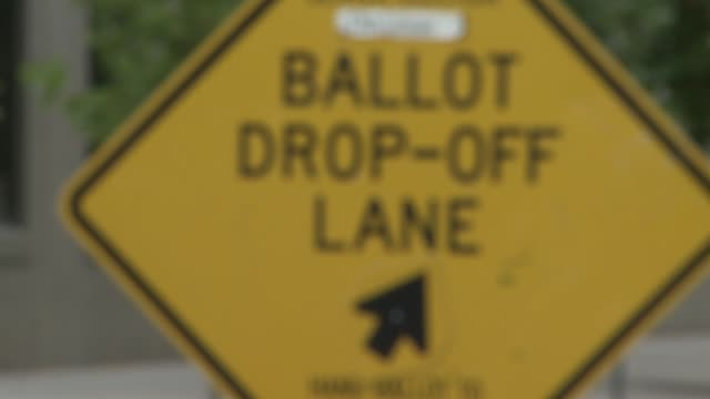 broll of outdoor driveup polling station in denver colorado - wahllokal stock-videos und b-roll-filmmaterial