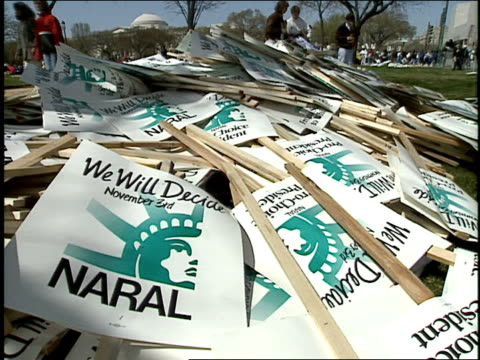vídeos de stock e filmes b-roll de roll of pile of protest signs on the great lawn in 1992 washington dc - 1992