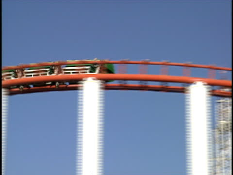broll of roller coaster going by and riding loops viper roller coaster at six flags magic mountain - サンタクラリタ点の映像素材/bロール