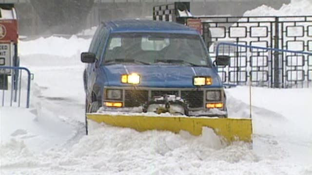 broll of the blizzard of 1996, a two-day event in january was notable for its massive snow totals up and down the eastern seaboard.on january 06,... - 1996 stock videos & royalty-free footage