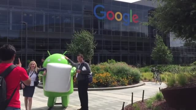 vídeos y material grabado en eventos de stock de broll of the google building during google's i/o conference on wednesday the company revealed that it would take ideas on the name of its new android... - sede central