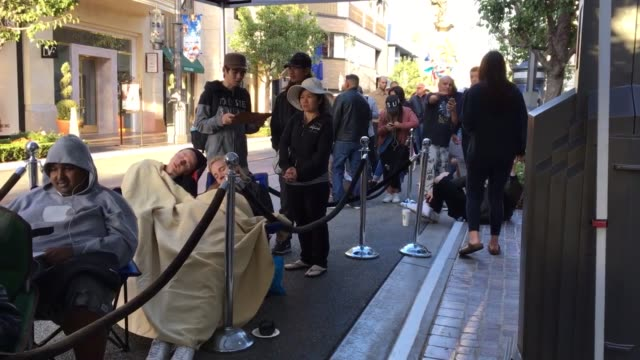 roll outside apple store at the grove, los angeles, california. interview, count down and store opening its doors. - the grove los angeles stock-videos und b-roll-filmmaterial