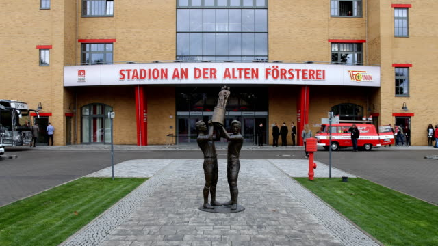 bronze sculpture at the entrance to the stadium ahead of the bundesliga match between 1 fc union berlin and hertha bsc at stadion an der alten... - sportliga stock-videos und b-roll-filmmaterial