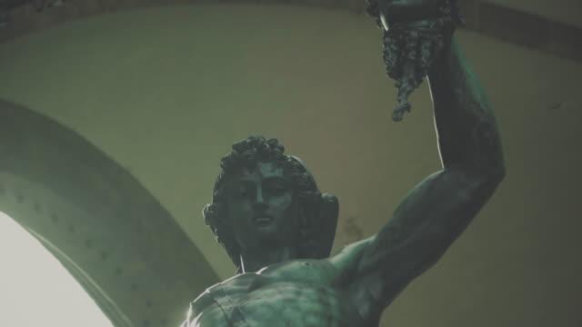 ブロンズ像で、フィレンツェのシニョリーア広場 - ミケランジェロ点の映像素材/bロール