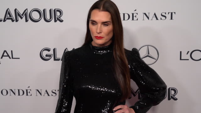 brooke shields at the 2019 glamour women of the year awards at alice tully hall on november 11, 2019 in new york city. - ブルック シールズ点の映像素材/bロール