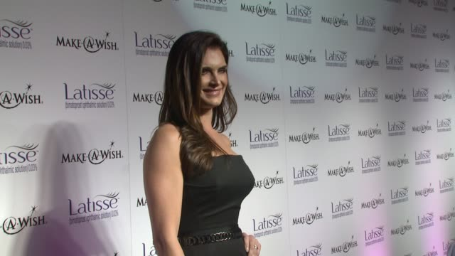 brooke shields at the launch party for latisse at los angeles ca. - ブルック シールズ点の映像素材/bロール