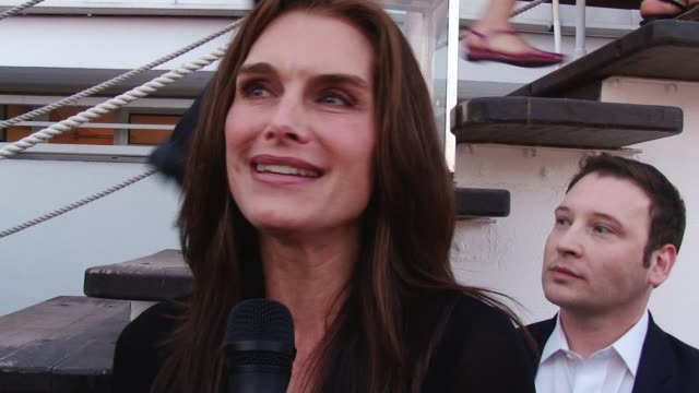stockvideo's en b-roll-footage met brooke shields interview quintessentially cannes footage on may 25 2011 in cannes france - alleen oudere vrouwen