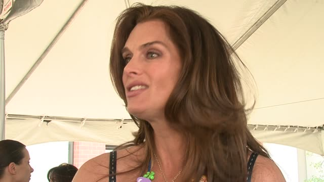 brooke shields on why the event is important, supporting stuart house, and on participating in arts and crafts at the event with her daughter at the... - ブルック シールズ点の映像素材/bロール