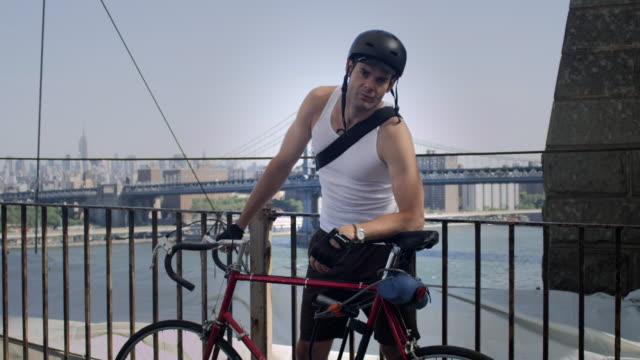 brooklyn bicycler - fahrradhelm stock-videos und b-roll-filmmaterial