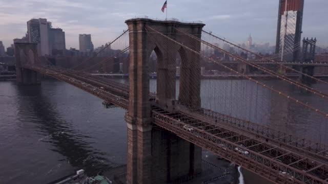 brooklyn bridge aerial shot - brooklyn bridge stock-videos und b-roll-filmmaterial