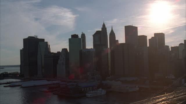 aerial brooklyn bridge and cityscape, new york city, new york, usa - brooklyn bridge stock-videos und b-roll-filmmaterial