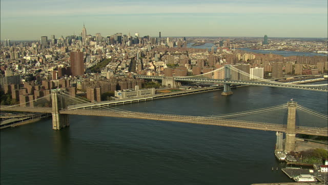 aerial ws brooklyn bridge and manhattan bridge with lower east side in background / new york city, new york, usa - anno 2008 video stock e b–roll