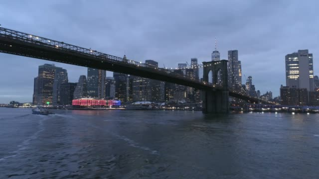 brooklyn bridge and manhattan skyline aerial view - river east stock videos & royalty-free footage