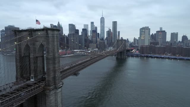 brooklyn bridge and manhattan skyline aerial view - brooklyn bridge stock videos & royalty-free footage