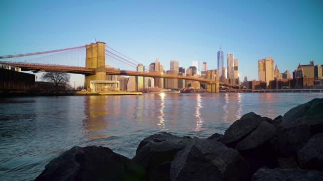 brooklyn bridge and manhattan skyline at dawn - brooklyn bridge stock videos & royalty-free footage