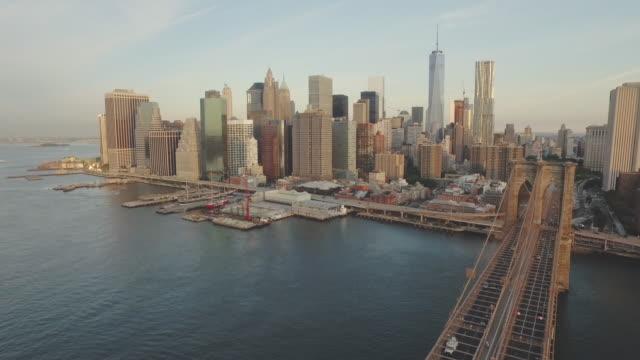brooklyn bridge and manhattan skyline, new york, united states - brooklyn bridge stock videos & royalty-free footage