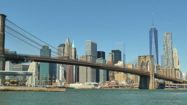 vídeos de stock e filmes b-roll de brooklyn bridge and manhattan skyline. - world trade centre manhattan