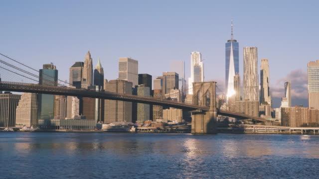 brooklyn bridge and nyc skyline during sunrise - sunrise dawn stock videos & royalty-free footage