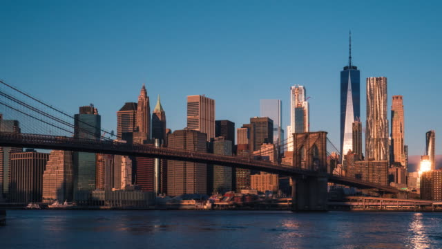 vidéos et rushes de pont de brooklyn et new york sunrise time lapse - pont de brooklyn