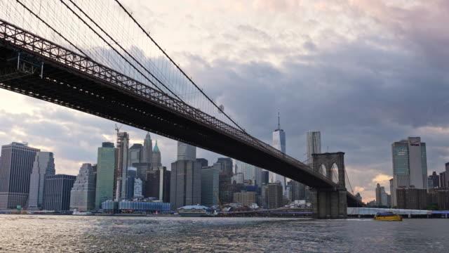 brooklyn bridge and wtc freedom tower at sunset, new york - brooklyn bridge stock videos & royalty-free footage