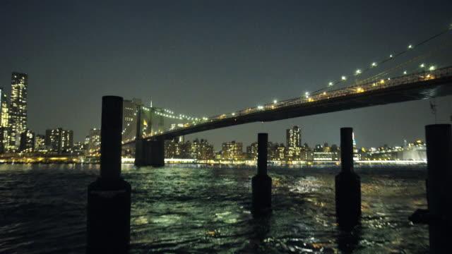 brooklyn bridge at night - ブルックリン橋点の映像素材/bロール