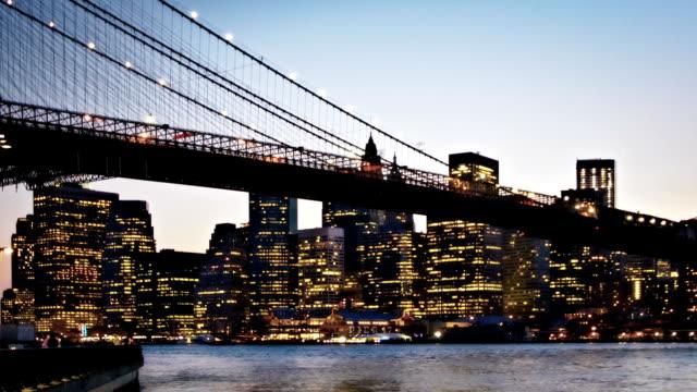 Brooklyn-Brücke in der Nacht