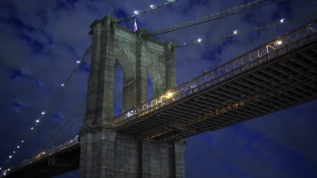 brooklyn bridge close at night with clouds - brooklyn bridge bildbanksvideor och videomaterial från bakom kulisserna