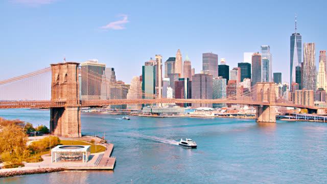 stockvideo's en b-roll-footage met brooklyn bridge. east river. het great new york financial and business district. ferry passeer. - lower manhattan