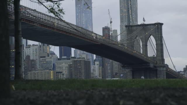 Brooklyn Bridge establishing