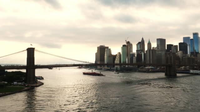 brooklyn bridge over the east river in new york - brooklyn bridge stock videos & royalty-free footage