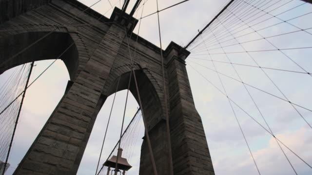 brooklyn bridge stormy silhouette - brooklyn bridge stock-videos und b-roll-filmmaterial