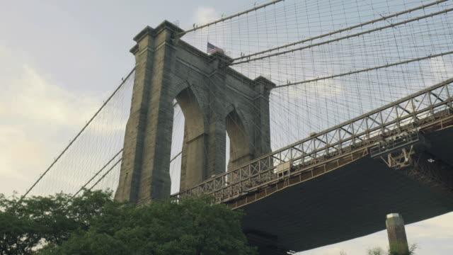 brooklyn bridge - brooklyn bridge stock-videos und b-roll-filmmaterial