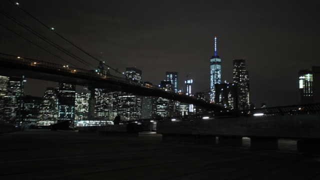 vídeos de stock e filmes b-roll de brooklyn bridge - ponte de manhattan