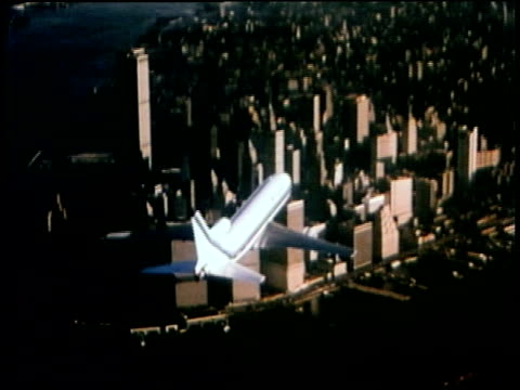 vidéos et rushes de 1976 aerial brooklyn bridge with world trade center towers in background / aerial passenger plane flying over downtown manhattan near the towers / new york city - pont de brooklyn